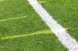 Met welke voetbalschoenen kun je spelen op kunstgras